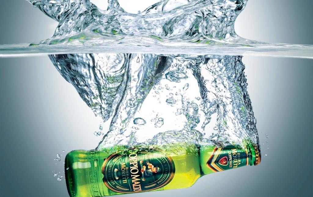 3D liquid fluid water splash with moretti beer bottle thumbnail