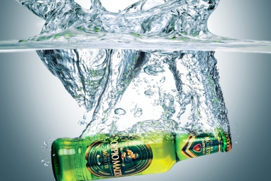 3D liquid fluid water splash with moretti beer bottle thumbnail