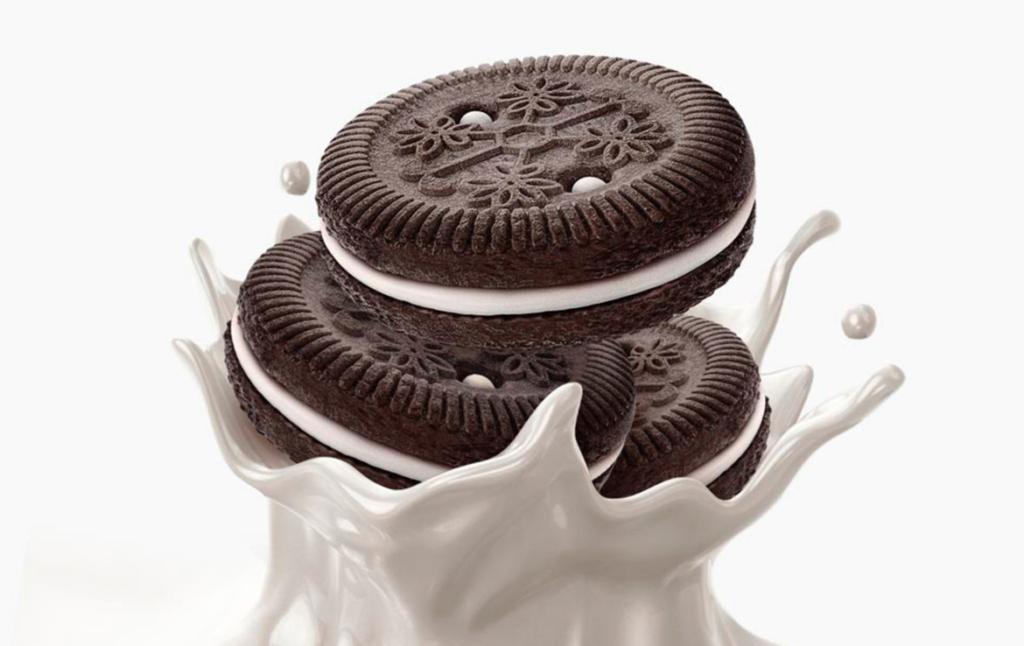 3D Oreo Biscuit Liquid Milk Splash Illustration Thumbnail
